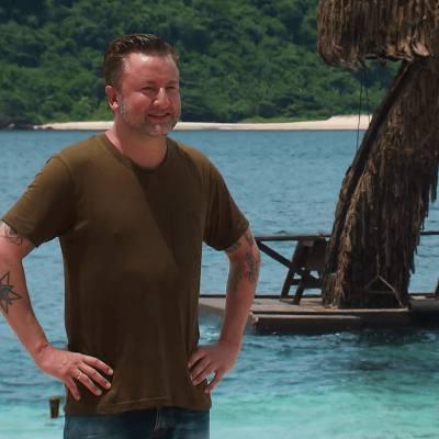 Dennis weenink als presentator van Expeditie Robinson